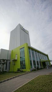 Trouw Nutrition's latest premix plant in Pasuruan Industrial Park, Surabaya. The plant has a working space of 2,200 sq m, tower height 40 metres, and a double-deep racking system with 900 pellet positions or around 900 tonnes of stocking capacity